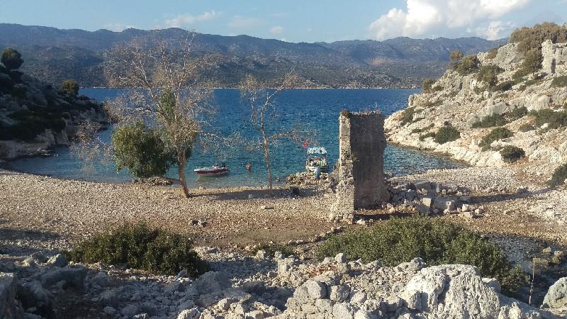 vaarvakantie Turkije baai met ruïne bij Kekova