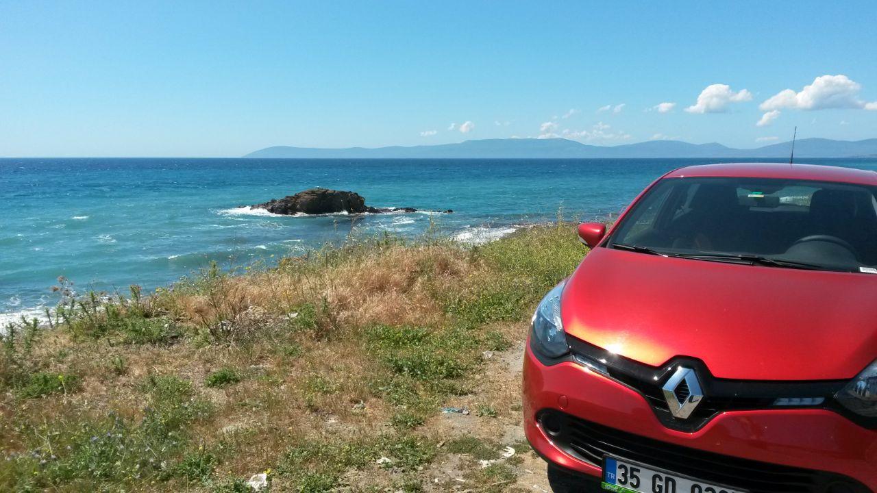 Autorijden in Turkije Renault Clio met uitzicht op zee