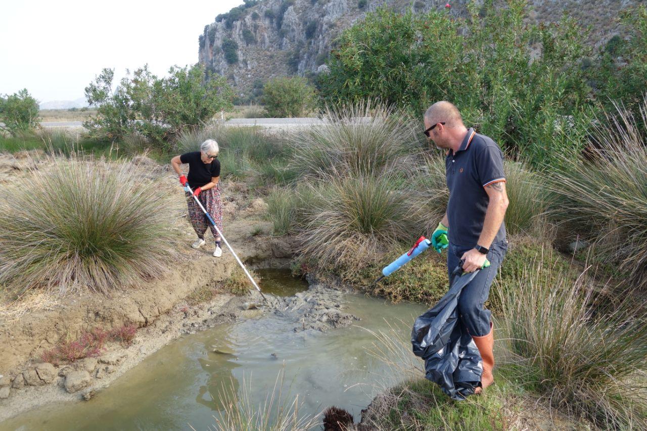 Dalyan riverbums maken schoon