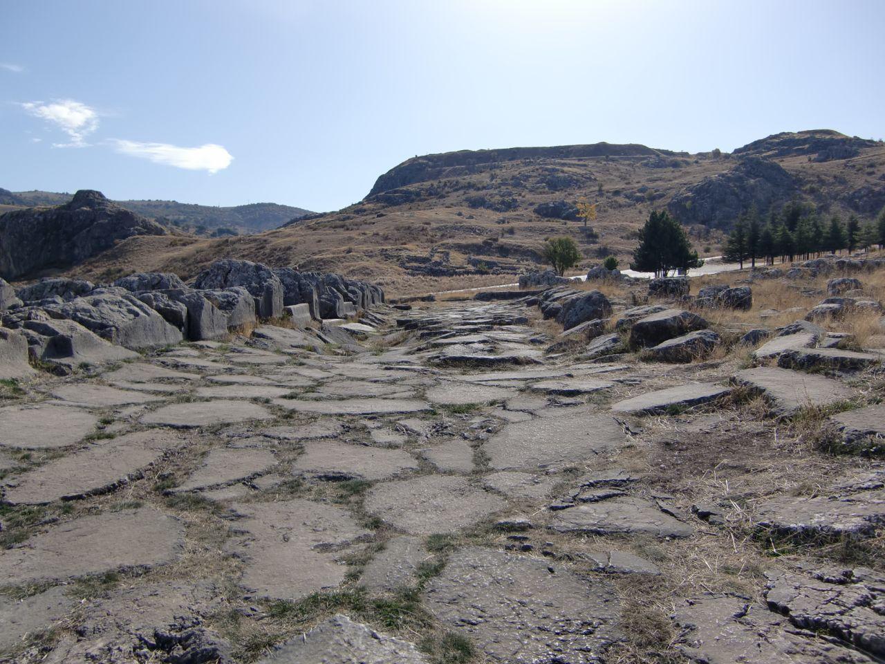Rondreis Midden Turkije Hattusa weg door opgravingsgebied