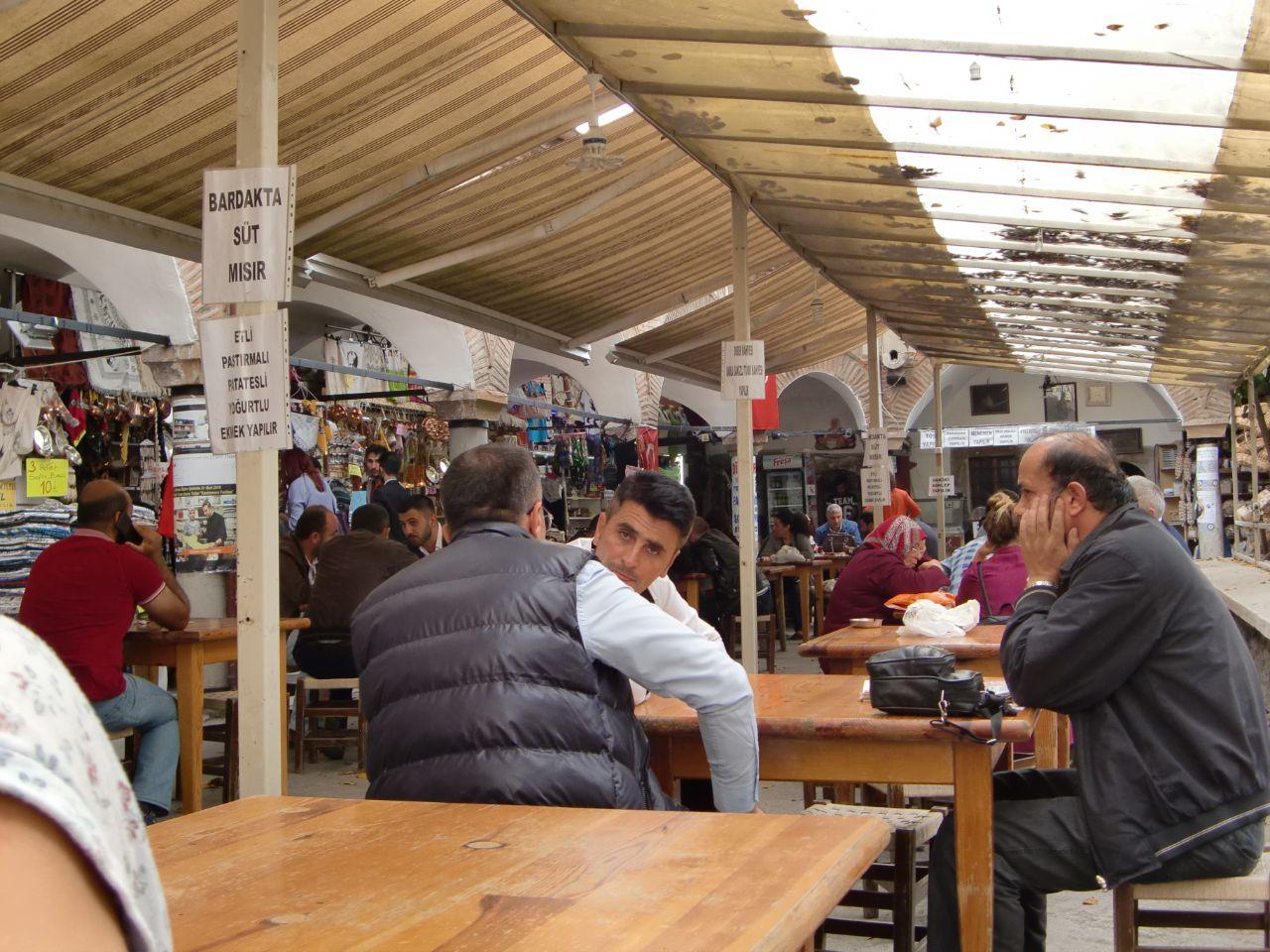 Rondreis Midden Turkije Kastamonu karavanseray theetuin