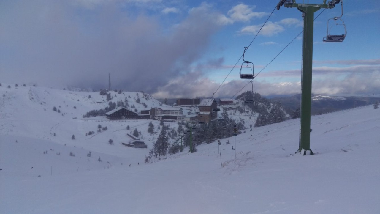 Skiën in Turkije Kartalkaya stoeltjeslift en piste