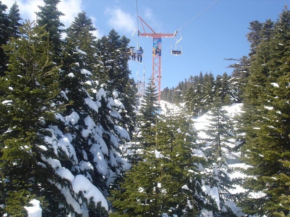Skiën in Turkije Uludag stoeltjeslift tussen de bomen