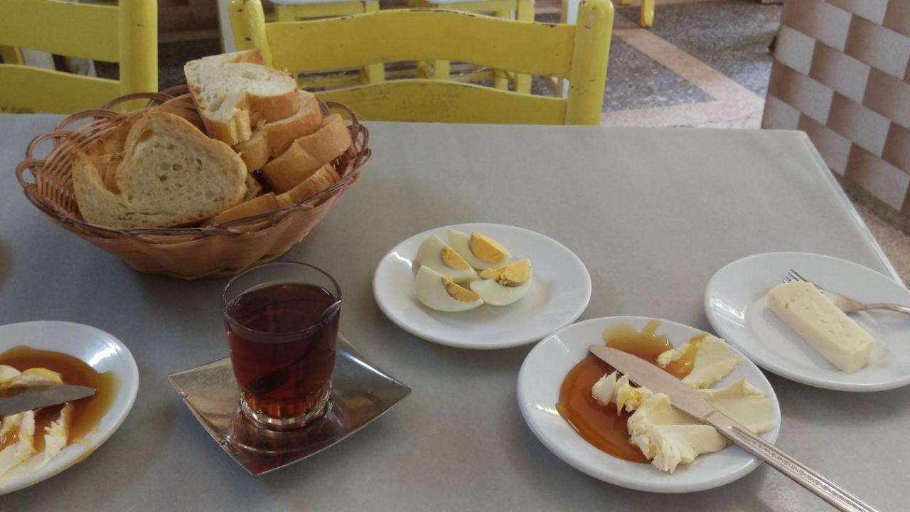 Turks ontbijt yenigün kahvalti salonu Bergama
