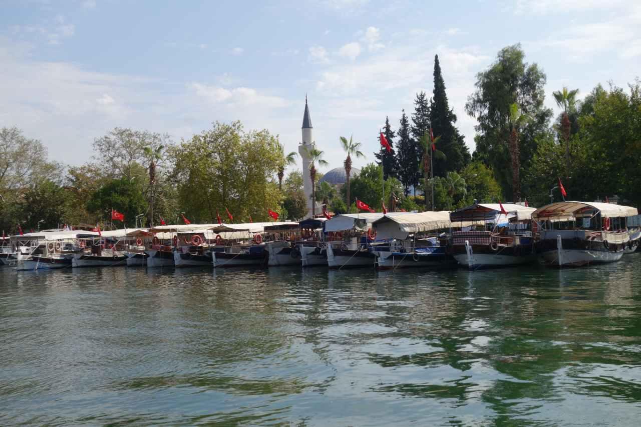 Dalyan rivier boten en moskee