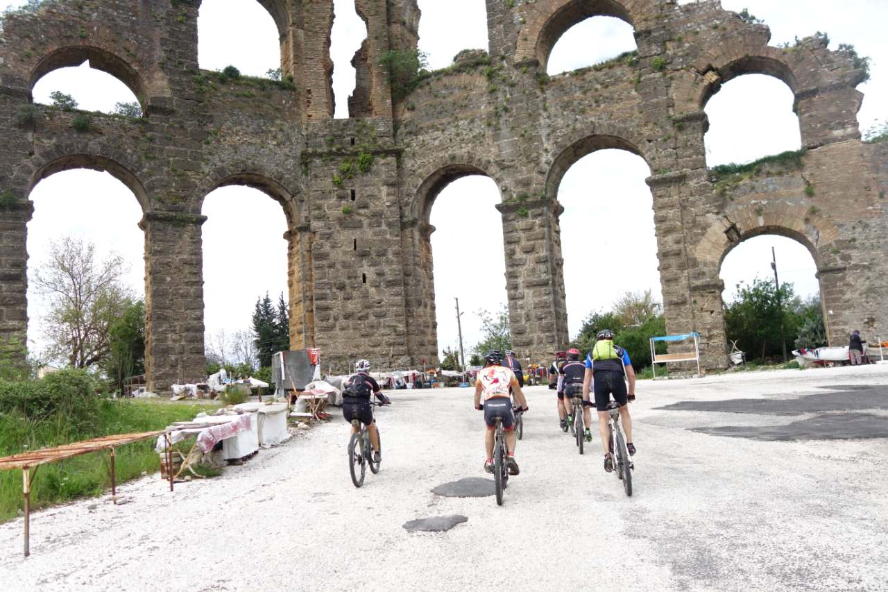 Bikefun Turkije Aspendos aquaduct