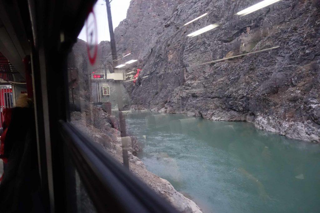 Dogu Express uitizcht rivier