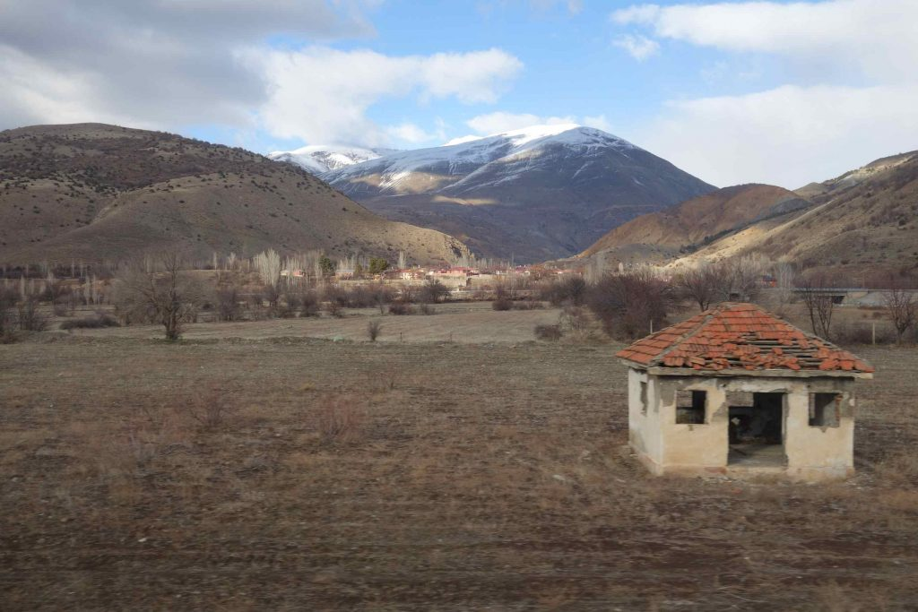 Dogu Express uitzicht bergen met hutje