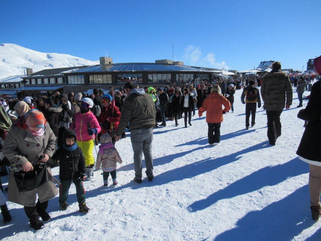 Wintersport op Erciyes, drukte bij de gondel