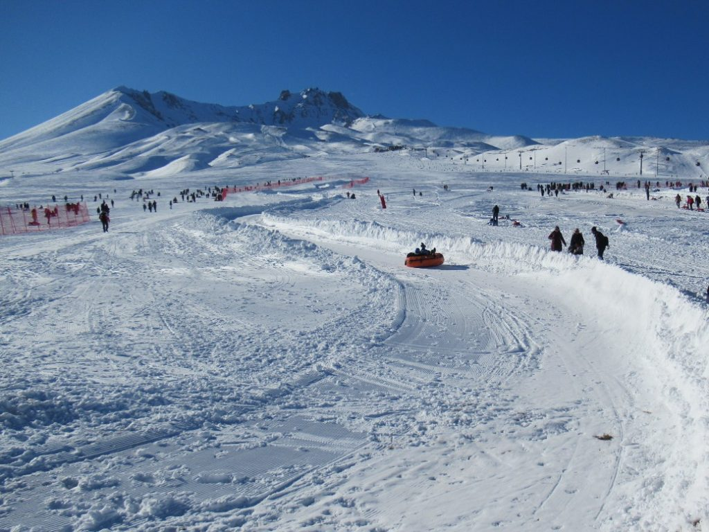 Wintersport op Erciyes, sleeën tube