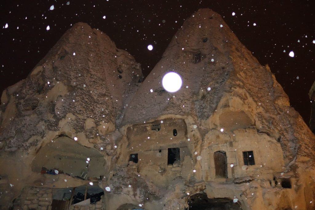 Göreme rotswoning sneeuw
