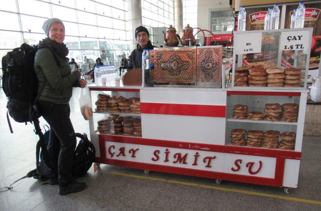 Busstation Kayseri simitverkoper