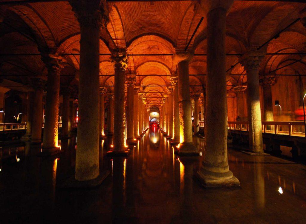 Yerebatan of de Basilica Cisterne, een ondergronds waterreservoir in Istanbul